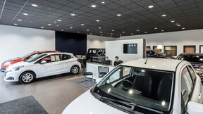 Peugeot Showroom,United Kingdom,Sudbury,Suffolk,Scaramanga Design,Underwoods Motor Group,Chris Ball GGS Photography,ROCKFON Color-all,charcoal,Chicago Metallic T24 Click 2890
