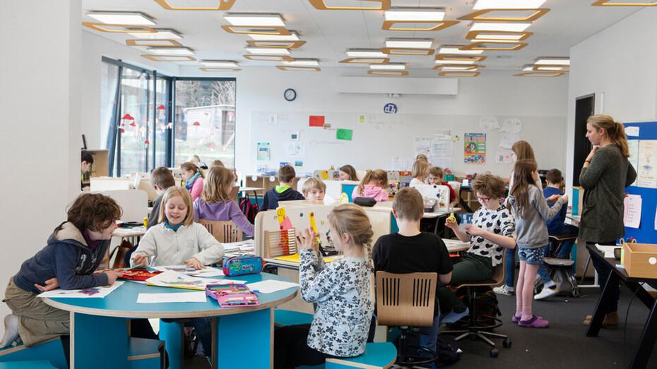 Astrid-Lindgren-Schule,Germany,Clenze,Ralf Pohlmann - ralf pohlmann : architekten,Rockfon Tropic,X-edge,625x625x22mm,white,Chicago Metallic T24 Click